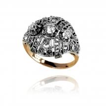Pierścionek z diamentami wykonany ze złota oraz platyny