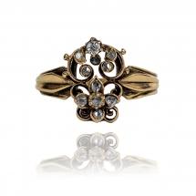 Piękny, stary pierścionek wykonany z żółtego złota