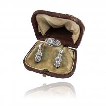Komplet biżuterii - pierścionek oraz kolczyki z diamentami wykonane ze złota