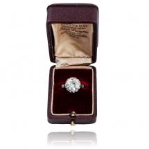 Dawny pierścionek platynowy z brylantami
