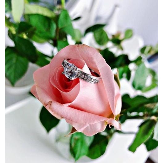 @paulinawalek Pierścionek zaręczynowy z brylantem whiteluxury 717