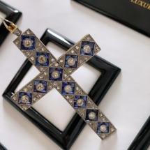 Wisior krzyżyk z diamentami i szafirami