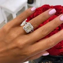 Pierścionek z białego złota z diamentem i brylantami