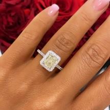 Pierścionek z białego złota z brylantami