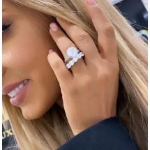 Pierścionek z białego złota z brylantem