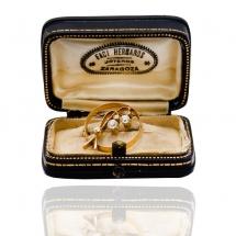 Broszka z diamentami i perełką wykonana ze złota
