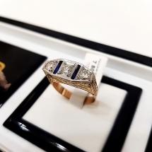Pierścionek wykonany z żółtego złota i platyny z brylantami