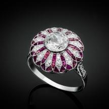 Platynowy pierścionek Art Deco z rubinami caree 2.55ct