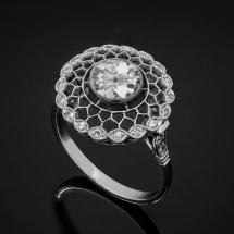 Platynowy, ręcznie robiony pierścionek z diamentem ~0.83ct